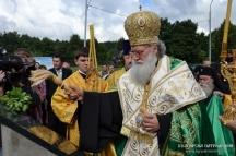 Българският патриарх Неофит лично постави основния камък на храма