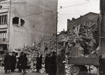 """На снимката: Бомбардирана София - булевард """"Христо Ботев"""", март 1944 г."""
