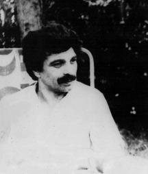 Яков Янакиев (1948 г.) е роден в Стара Загора. Завършва българска филология в СУ