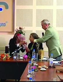 """Ох, тези букети! Никога няма да забравя как Радослав Янкулов връчи букета цветя на Монсерат Марти, а след това и статуетката """"Сирак Скитник"""" на Монсерат Кабайе…"""
