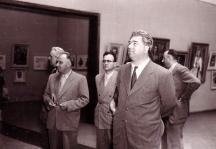Червенков заедно с Тодор Живков разглеждат изложба