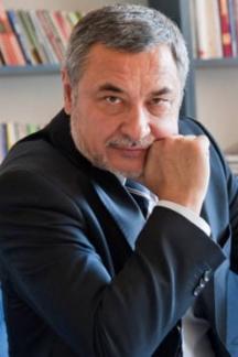 Домораслият политик от Бургас Валери Симеонов обича да слага етикети на всичко
