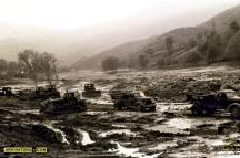 Камиони и булдозери извозиха тонове кал, покрила коритото на река Лева