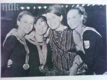 Жулиета Шишманова с няколко от своите момичета – виждат се Мария Гигова и Нешка Робева