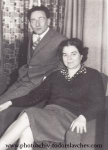 Емилиян Станев със съпругата си Надежда (Надя). Снимка от фотоархива на Тодор Славчев.