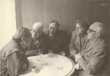 Снимката е от 11 ноември 1989 г. В клуба на писателите са Добри Жотев, Давид Овадия, Христо Радевски и др.