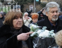 Съпрузите Мария и Стефан Данаилови - снимани заедно на едно тъжно събитие - погребението на техен приятел актьор