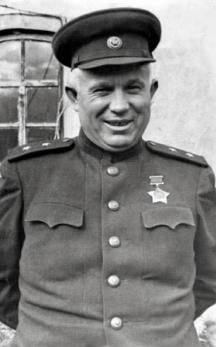Никита Хрушчов в генералска униформа по време на Великата отечествена война