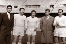 Докторът (вторият отдясно) като треньор
