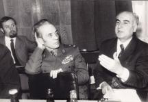 Теньо Стоянов сред журналисти ветерани от Отечествената война. Снимки - фотоархив на Тодор Славчев