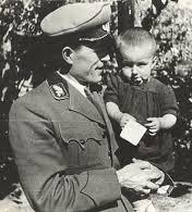 Лесничеят Николай Хайтов с дъщеря си Елена
