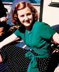 Ева Браун се превръща буквално в жената на живота за Адолф Хитлер.