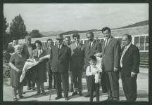Кимон Георгиев (на преден план с бастуна) през последните години на живота си. Зад него се вижда и министърът на вътрешната търговия Пеко Таков