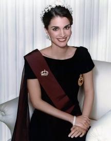 Кралица Рания в целия се кралски блясък