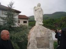 Паметникът на жертвите от потопа във Враца