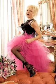 Лили в розова фуста.