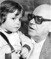 Веселин Йосифов с внучето си Веселинчо, син на дъщеря му Бисера Йосифова