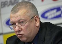 Тихомир Стойчев е роден е на 23 февруари 1953 г. в София Завършил е история във ВТУ