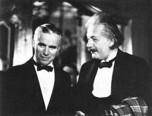 Физикът заедно с един не по-малко прочут съвременик - кинолегендата Чарли Чаплин