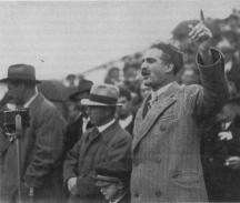 Димитър Гичев (вдясно) e eдин от големите водачи на БЗНС в миналото