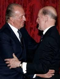 Прегръдка с екскраля на Испания Хуан Карлос