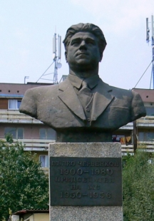 Днешен паметник на Вълко Червенков в град Златица