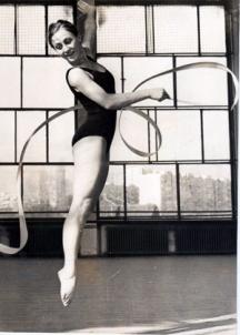 Нешка Робева като състезателка по художествена гимнастика