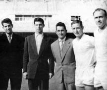 Георги Найденов (вторият отляво). Вдясно от него е кумът му и съотборник Гацо Стоянов