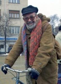 И днес Дончо Папазов кръстосва софийските улици в колелото си