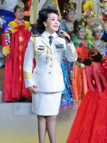 В предишните години Пън Лиюан е известна певица във военни ансамбли