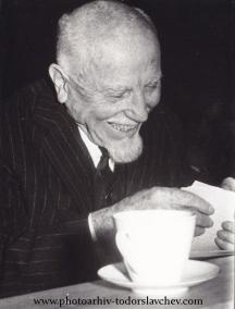 Една от последните снимки на Димо Казасов в Съюза на българските журналисти. Снимка: От архива на Тодор Славчев.