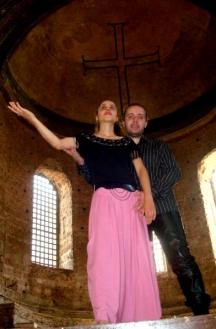 Дуетът под купола на един православен храм