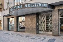"""Пражкият театър """"Семафор"""" през 60-те години бил типично кабаре със сатирични скечове, хубави песни и танци"""