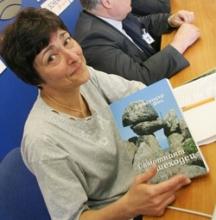 """Велиана Христова е журналист във вeстник """"Дума"""", доктор по филология. Специализира в областта на образованието и науката. Автор е на стотици статии в множество вестници и списания. Съставител, автор и съавтор на 6 книги. Член е на европейската организация за наука """"Euroscience"""" и на УС на фондация """"Еврика"""". Носител е на наградите на СБЖ, МОН, БАН, СБУ, Съюза на учените, на Сметната палата, Археологическия институт с музей – БАН и др."""
