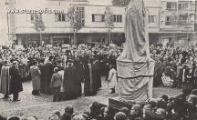 Освещаването на паметника на патриарх Евтимий в София преди войната.