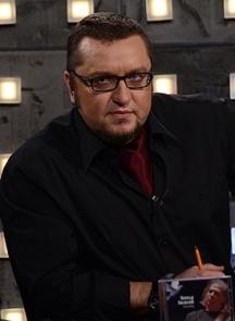 Мартин Кирилов Богданов е по-известен под псевдонима Мартин Карбовски