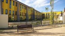 Основният корпус на пенсионерското общежитие