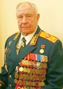 """Дмѝтрий Тимофѐевич Я̀зов е съветски военен и политически деец - последният маршал на Съветския съюз (1990), предпоследният министър на отбраната на СССР (1987-1991), член на Държавния комитет за извънредното положение и участник в Августовския пуч в Русия от 1991 г. Член на ЦК на КПСС (1987), кандидат-член на Политбюро на ЦК на КПСС (1987-1990). Роден е в Оконешниковски район на Омска област на 8 ноември 1924 г.По време на Великата Отечествена война е командир на взвод и заместник-командир на рота на Волховския и Ленинградския фронт. След войната Дмитрий Тимофеевич завършва Московското пехотно училище """"Върховен съвет на РСФСР"""", Военната академия """"Фрунзе"""" (1956) и Генералщабната академия (1962). Изпратен е в Куба по време на Карибската криза. Язов постепенно се издига във военната йерархия и от 70-те години командва последователно няколко военни окръга, включително Далекоизточния, където поддържа близки отношения с Ким Ир Сен. Началник на Главно управление """"Кадри"""" в Министерството на отбраната; армейски генерал от 1984 г. Назначен е неочаквано с указ на Президиума на Върховния съвет на СССР от 30 май 1987 г. за министър на отбраната на страната (след полета на Матиас Руст и оставката на Сергей Соколов). През първите 3 години на тази длъжност Язов остава армейски генерал, което е необичайно. Едва през 1990 г. президентът на СССР Михаил Горбачов присвоява на Язов маршалско звание, което е последното в историята на СССР. Язов също така е и единственият маршал на Съветския съюз, роден в Сибир. През март 1991 г. Дмитрий Тимофеевич е преназначен на поста министър на отбраната на СССР с указ на президента. При Язов завършва Афганистанската война. Като консерватор той е доста непопулярен сред кръговете на поддръжниците на перестройката. През 1991 г. се присъединява към подготвянето на Държавния комитет за извънредното положение и от първите дни на създаването му влиза в неговия състав. По време на Августовския пуч по негова заповед в Москва навлизат танкове и друга тежка тех"""