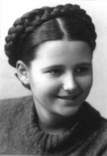 Младата Дора Габе...