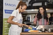 Ивет Лалова (вляво) показа завидни кулинарни умения