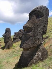 Все още огромните каменни статуи на Великденските острови крият много тайни