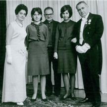 Владимир Башев (в средата) като зет на известната фамилия Ганчеви. На снимката са Лалю Ганчев - известен деец на БЗНС и посланик в Швеция, съпругата му Надя Ганчева - главен редактор на списание