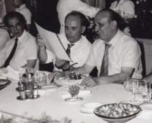 От дясно на Живков са Веселин Йосифов, шеф на Съюза на журналистите и Георги Джагаров