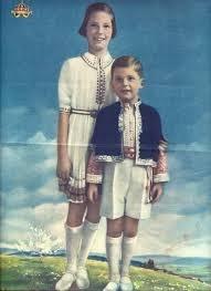 Брат и сестра - Мария-Луиза и Симеон на пощенска картичка от 40-те години на миналия век.