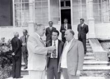 Тодор Живков в разговор с първият секретар на ПОРП Едвард Герек. Между двамата е преводачът Божков.