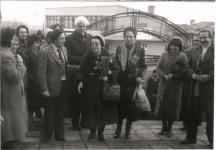 Багряна на посещение в училището на с. Недялско, Ямболско, 1983 г. Там поетесата е била учителка през младините си.