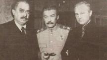 Стефан Гецов /вляво/ в ролята на Георги Димитров в многосерийния филм