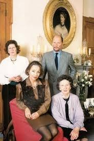 Част от царската фамилия - най-отпред е царицата майка Йоана