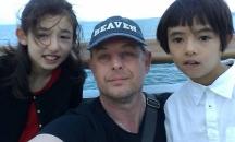 Актьорът с двете си деца