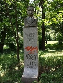 Осквернен паметник на поета в Борисовата градина